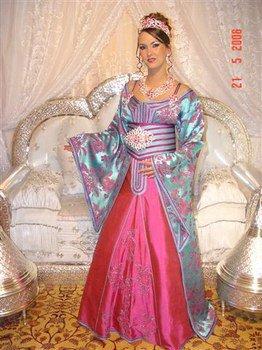 Magnifique Robe De Mariee Chez Nous La Mariee Est Couverte D Or Elle