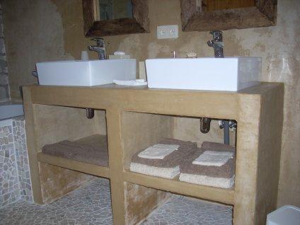 Salle de bain meuble recouvert de b ton cir atelier cr atif - Meuble salle de bain beton cire ...